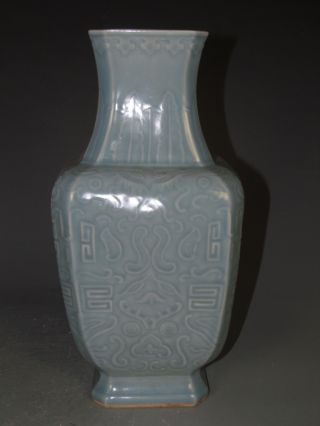 Fine Chinese Single Color Porcelain Vase photo