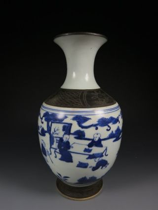 A Stunning Chinese Blue And White Porcelain Vase photo