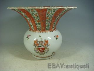 Chinese Export Armorial Leaf Porcelain Vase photo