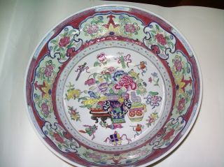 Antique Chinese Bowl - Famille Rose Figural Design - photo