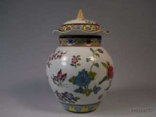 Chinese Famille Rose Porcelain Pot With Cover photo