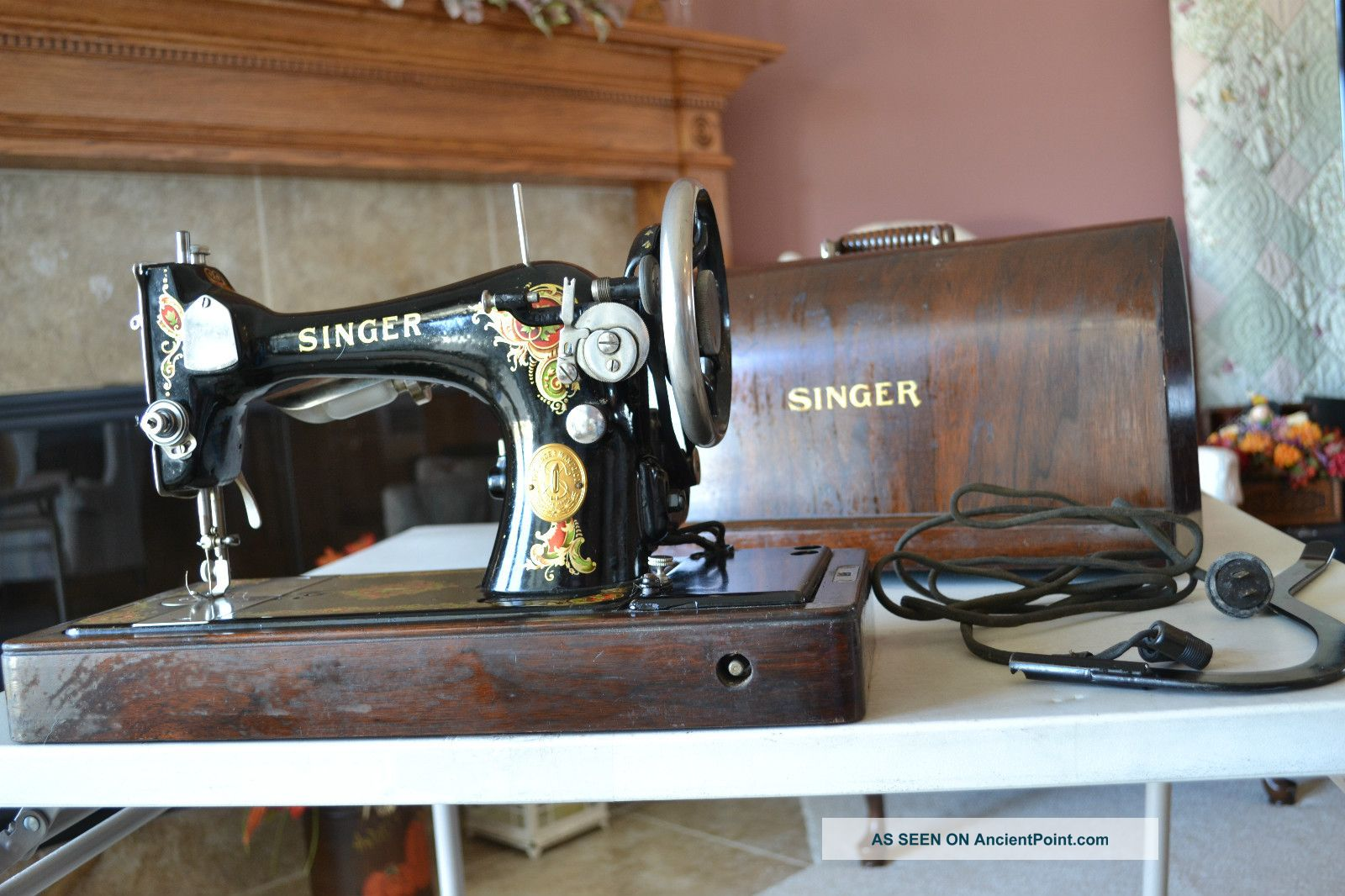 Antique 1924 Singer Sewing Machine,  Portable,  Knee Switch,  Serial Aa149356 Sewing Machines photo