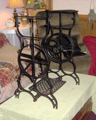 Neat Treadle Sewing Machine Base Make A Fun Game/patio Table Base photo