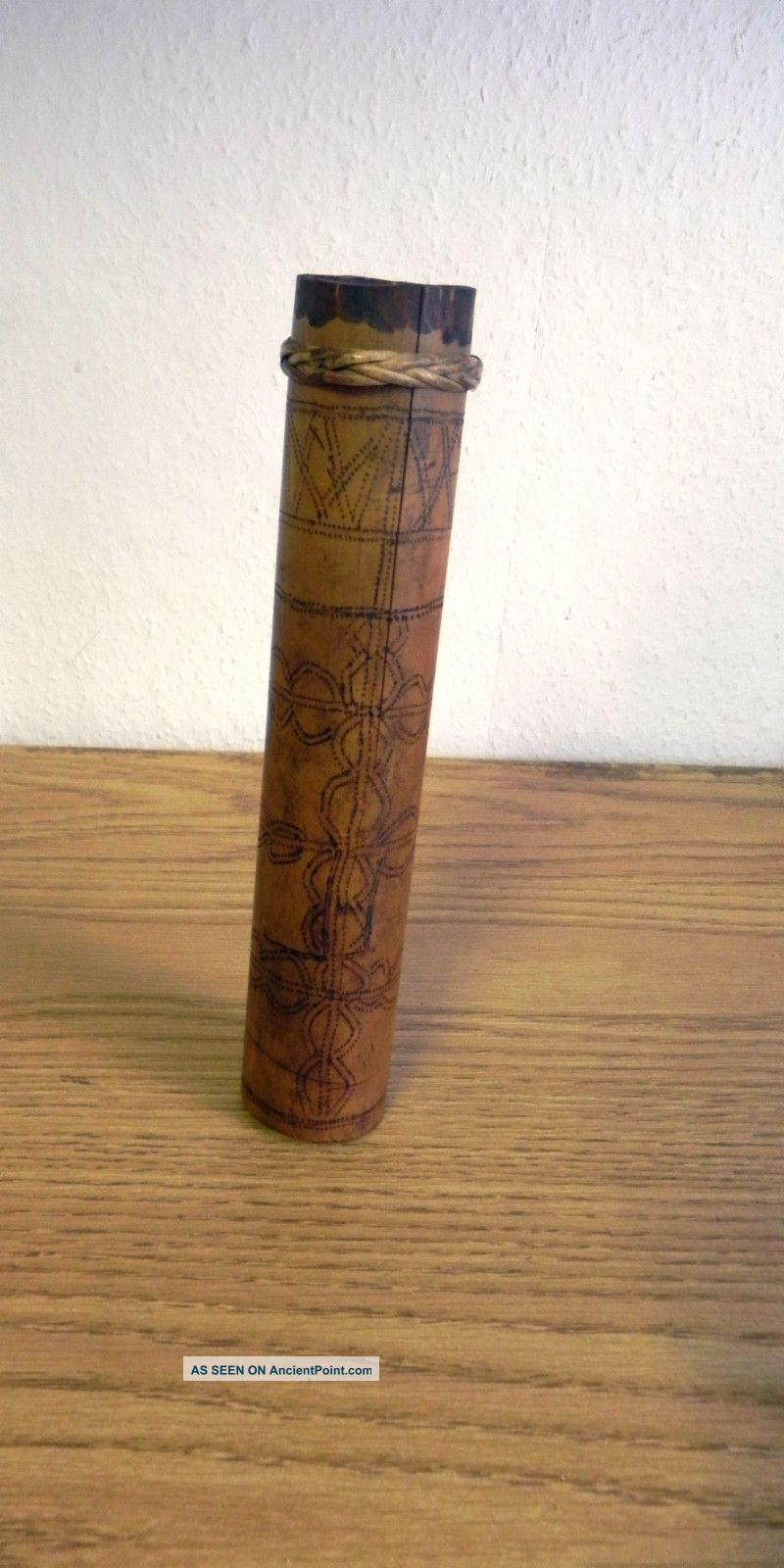 Fantastic Decorated Bamboo Blow Pipe Darts Case From Borneo In Good Condition Pacific Islands & Oceania photo