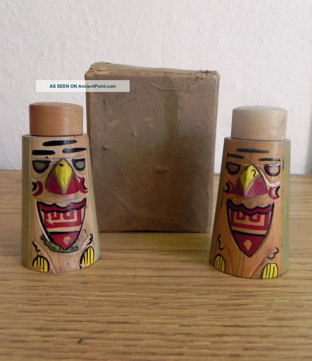 Vintage Set Of Canadian Victoria Bc Totem Pole Wooden Salt & Pepper Shakers Vgc Native American photo