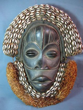 Lot 188,  Outstanding Dan Poro Society Ceremonial Mask,  Liberia photo