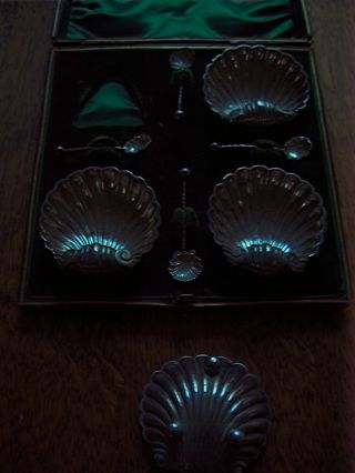 Boxed Set Of 4 Solid Silver Shell Form Salts And Spoons photo