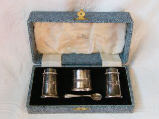 Vintage - Walker & Hall - Silver Plated Cruet Set In Orig Box - Salt/must/pepr - C1930 ' S photo