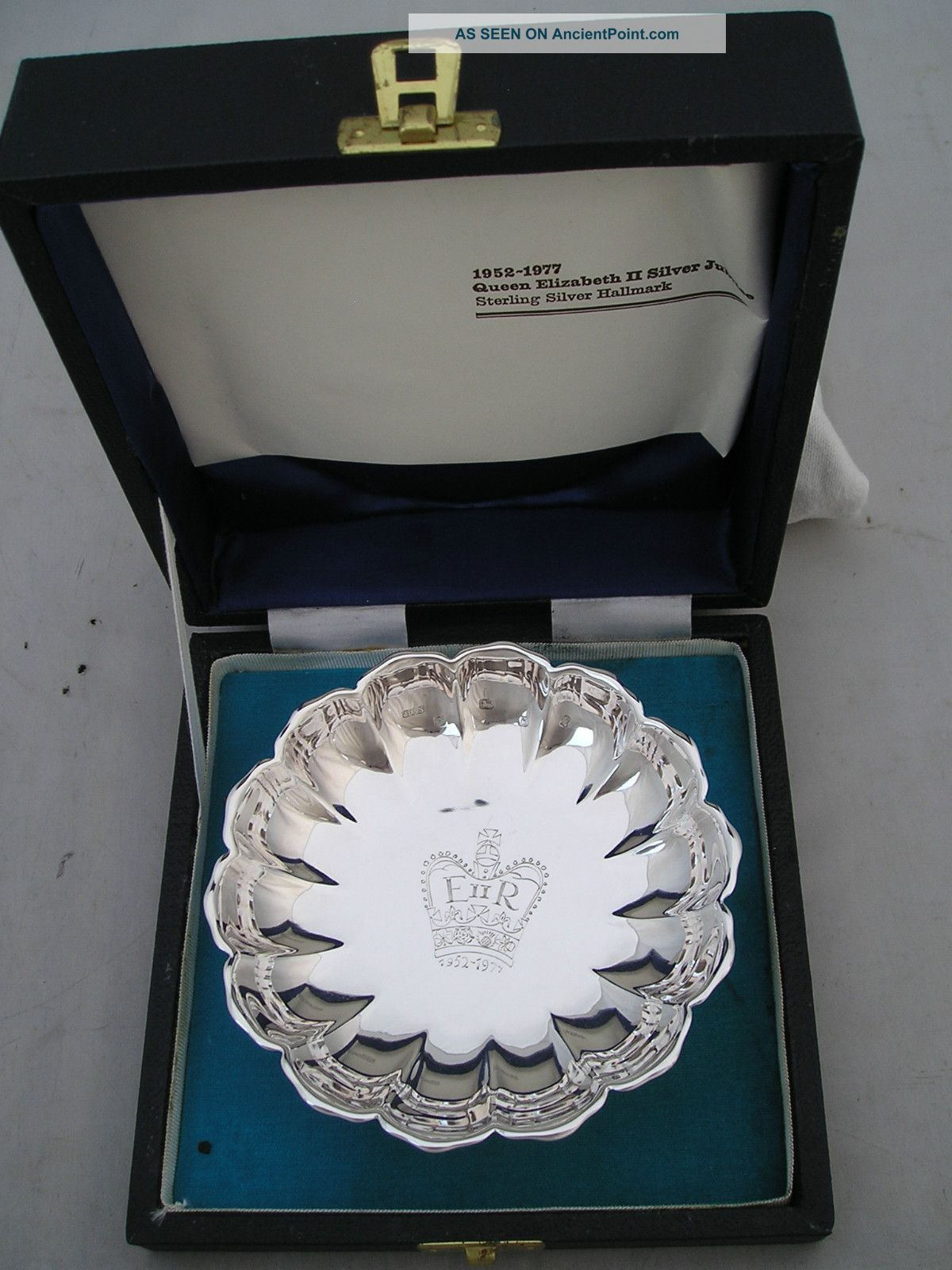 Lovely Cased 1977 Silver Jubilee Hallmarked Dish 123g Cutlery photo