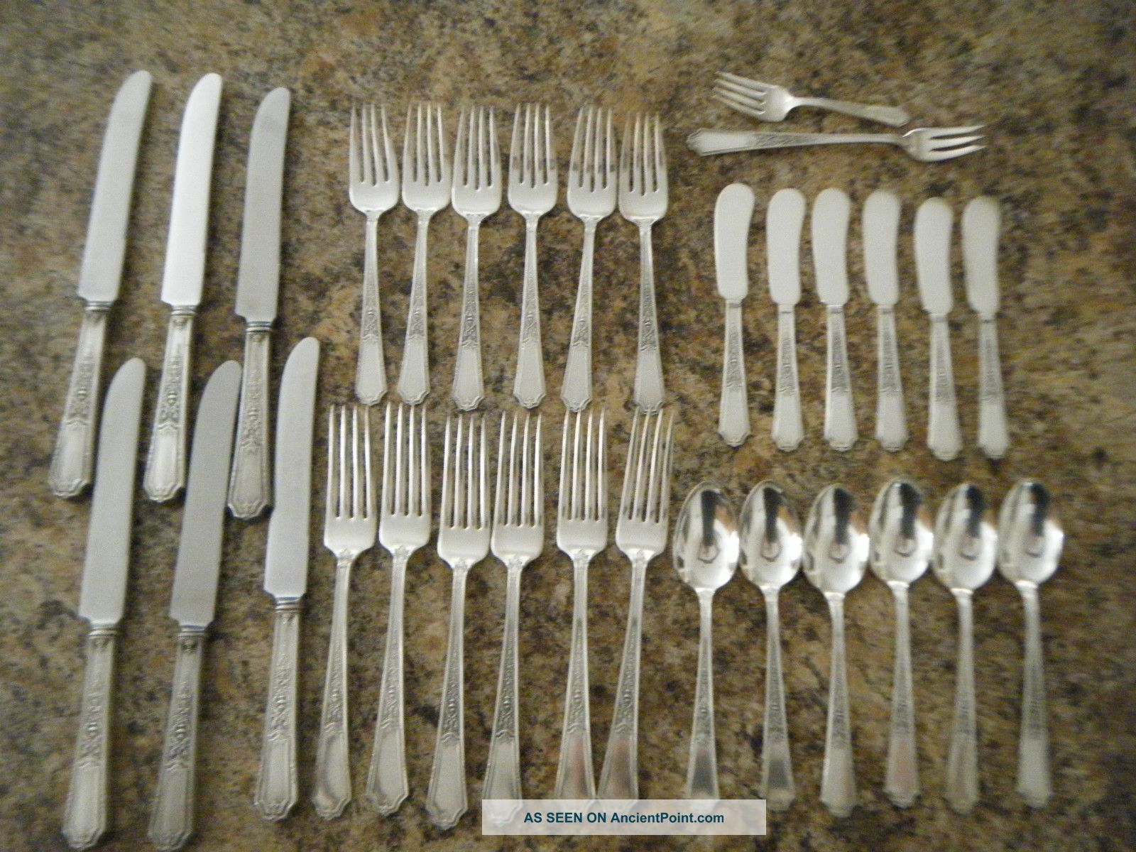 1847 Rogers Bros Ancestral 32 Pieces Service For 6 + 2 Extra Pieces International/1847 Rogers photo