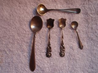 Estate Lot (5) Antique Sterling Silver Salt Spoons One Matching Pair Three Odd photo