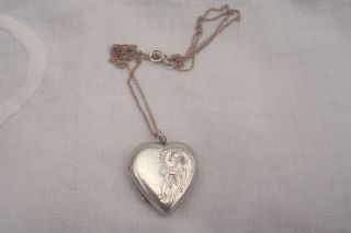 Lovely Sterling Silver Locket And Chain Engraving On Front 1960s Holds 2 Photo photo