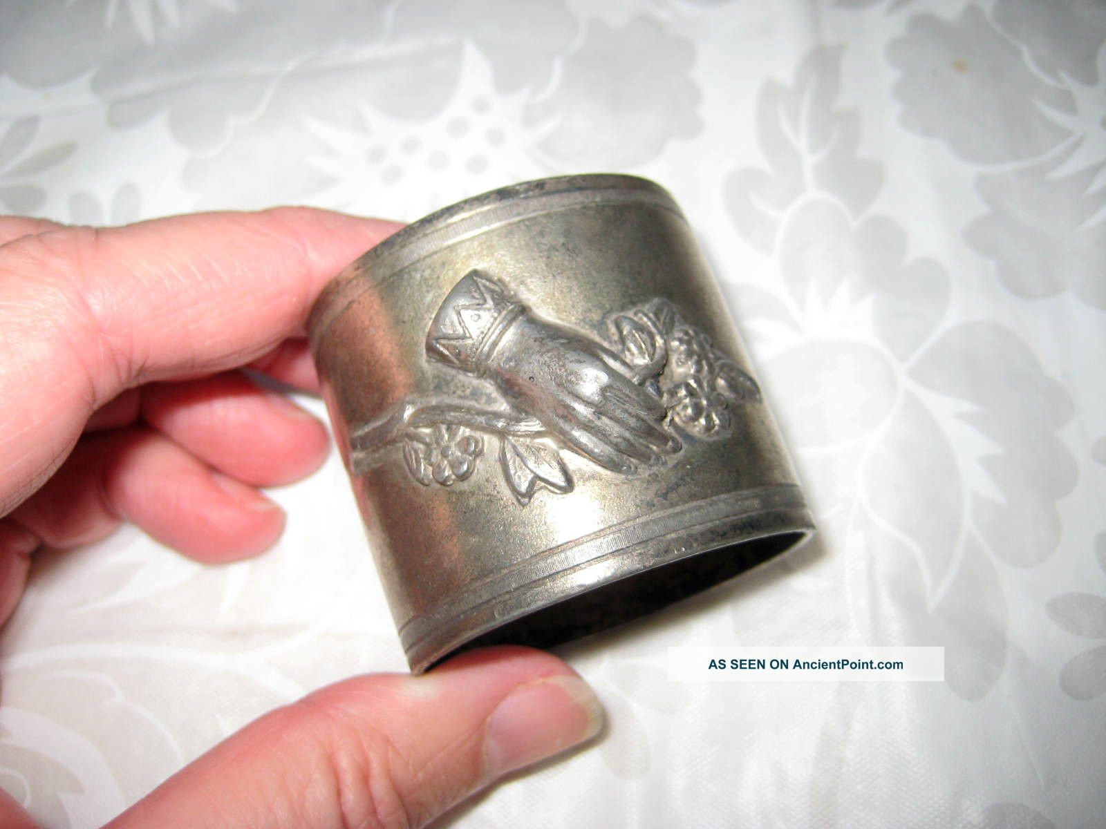 Victorian Hand Friendship Napkin Holder Ring Forget Me Knot Flowers Silver Plate Napkin Rings & Clips photo