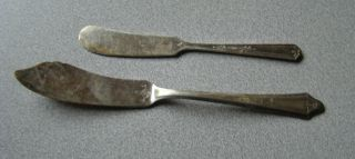 Vintage (2) Butter Knife Spreader Mismatch Early 1900s Tudor Plate/oneida Roco photo