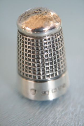 Solid Silver No.  8 Thimble Hm Chester 1913 - photo