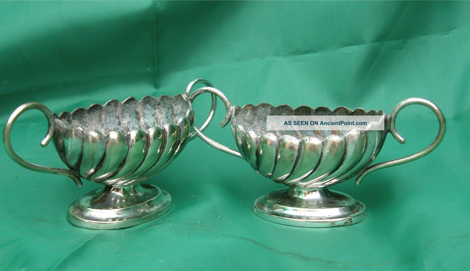 A Little Pair Of Victorian Plated Salt Cellars Salt & Pepper Cellars/ Shakers photo