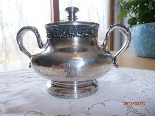 Antique Vtg Meriden Quadruple Silver Plate Ornate Sugar Bowl W Lid Monogram 2003 photo
