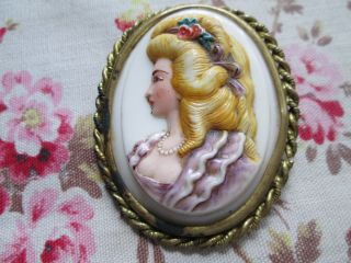 Vintage Brooch Gold Tone From The 30tis Lady Cameé Hard Plastick photo