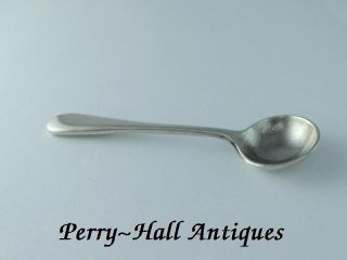 Heavy Quality ' Old English ' Pattern Salt Spoon.  H/m Birmingham 1921. photo
