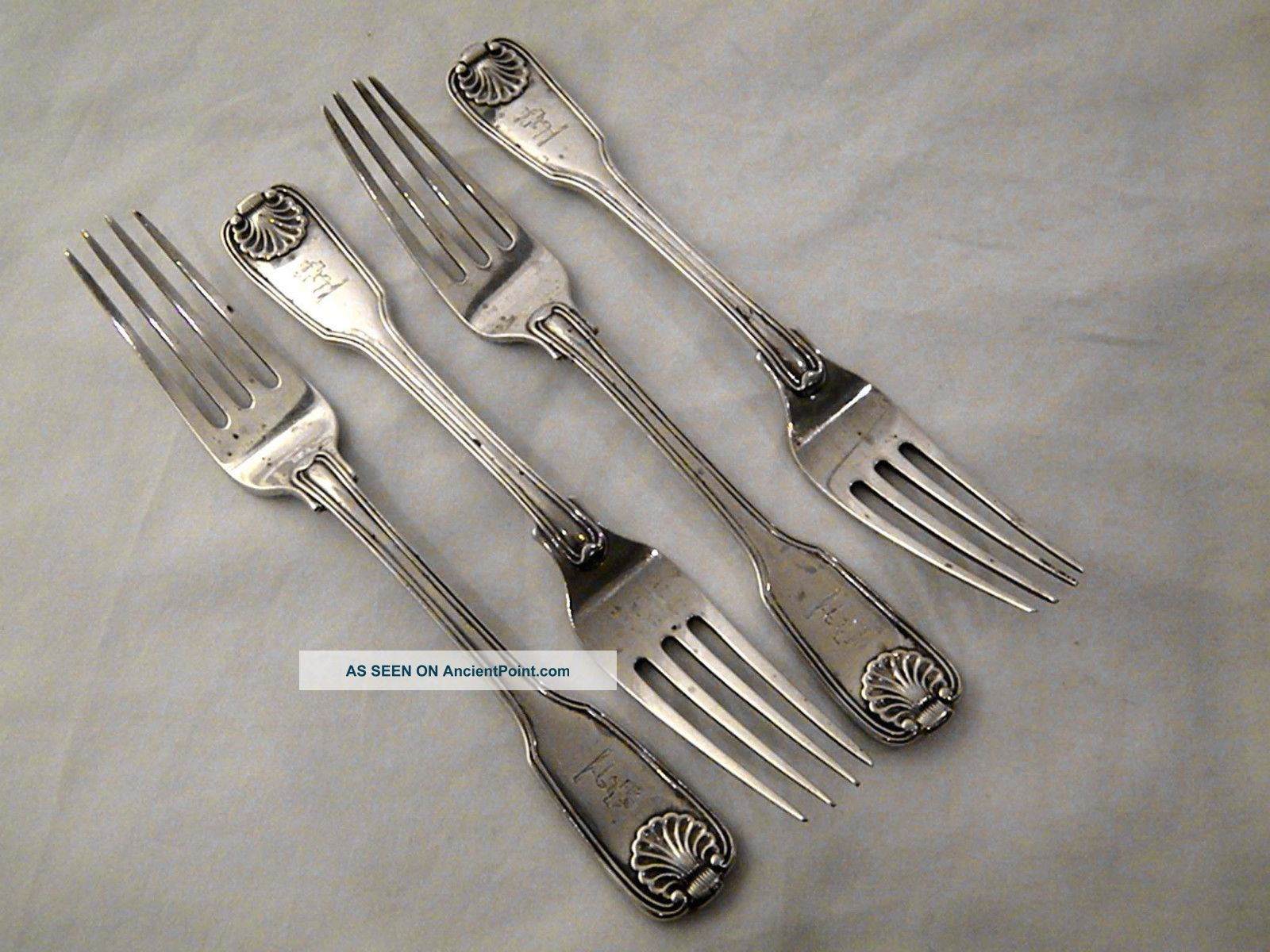 Set Of 4 Victorian Silver Fiddle,  Thread & Shell Dessert Forks London 1838 Other photo