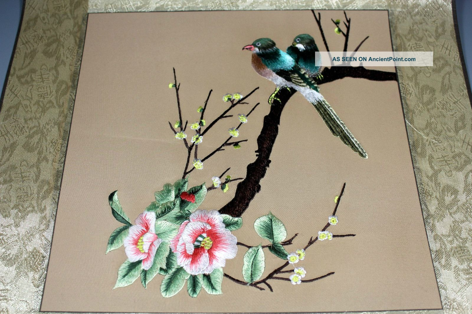 Chinese Old Canvas Handwork Embroidery Flower Bird Decoration Wall Hangings Embroidery photo