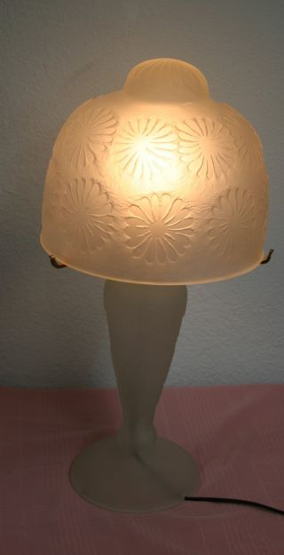 French Art Deco Stl Hand Blown Frosted Glass Table Lamp White Geometric Pattern photo