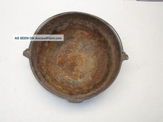 cast iron skillet dating Along with production of everyday cast iron skillets, bs&r is credited with the introduction of the popular corn bread skillet, a cast iron pan with eight separate wedges meant for making individual pieces of corn bread the corn bread skillet was introduced in 1967, and its sales immediately skyrocketed, resulting in banner years for bs&r in.