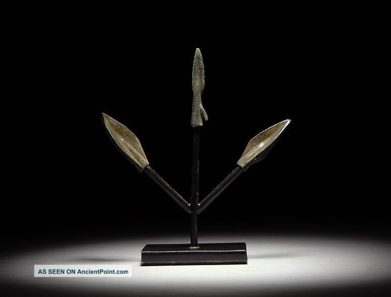 Ancient Persian Near Eastern Bronze Age Battle Hunting Arrow Head Display Near Eastern photo