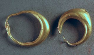 Gold Earrings,  Levantine Iron Age Over 2000 Years Old Nr photo