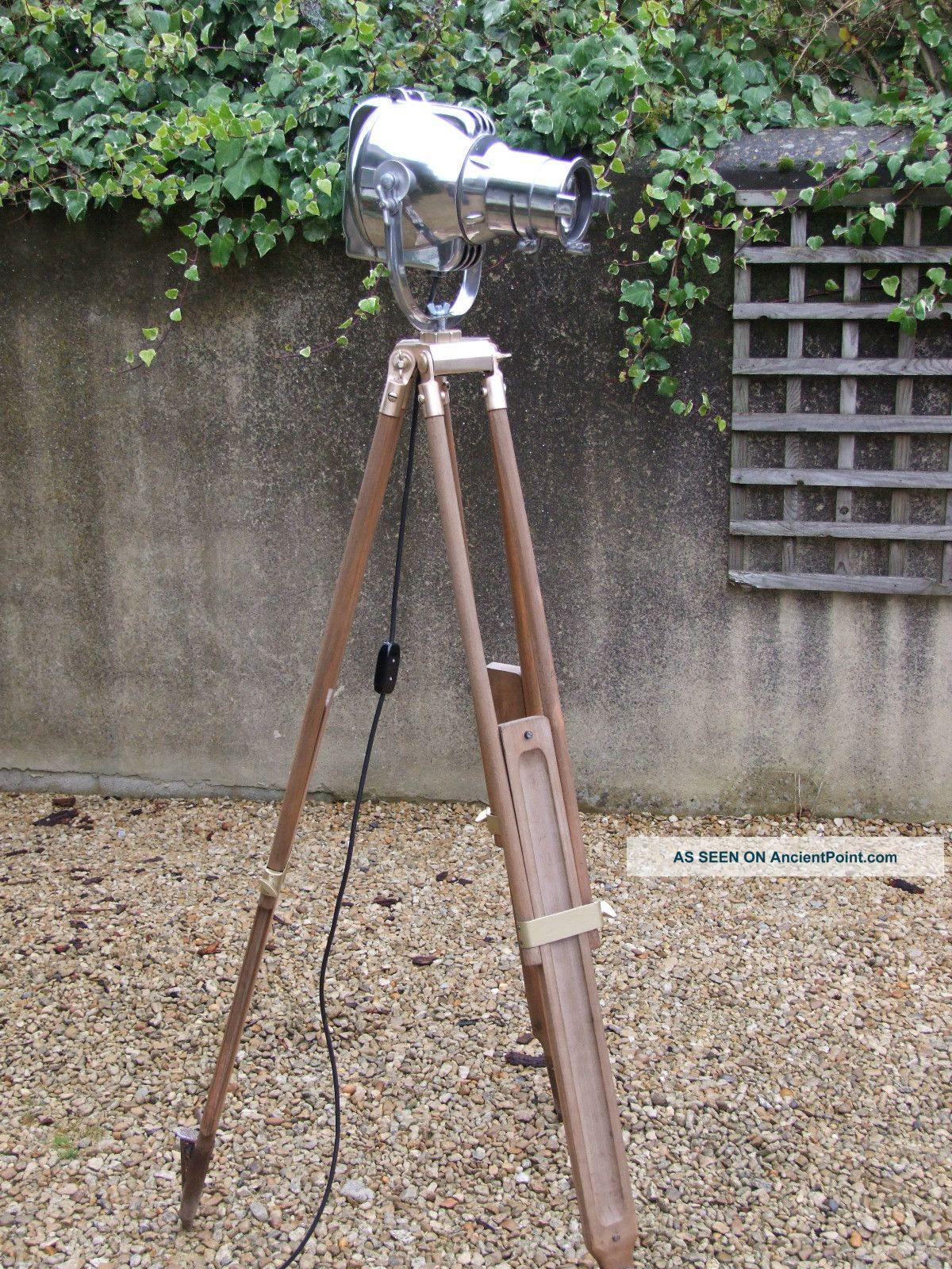 Vintage Theatre Stage Light On Wooden Tripod Retro Loft Industrial Atelier Lampe 20th Century photo