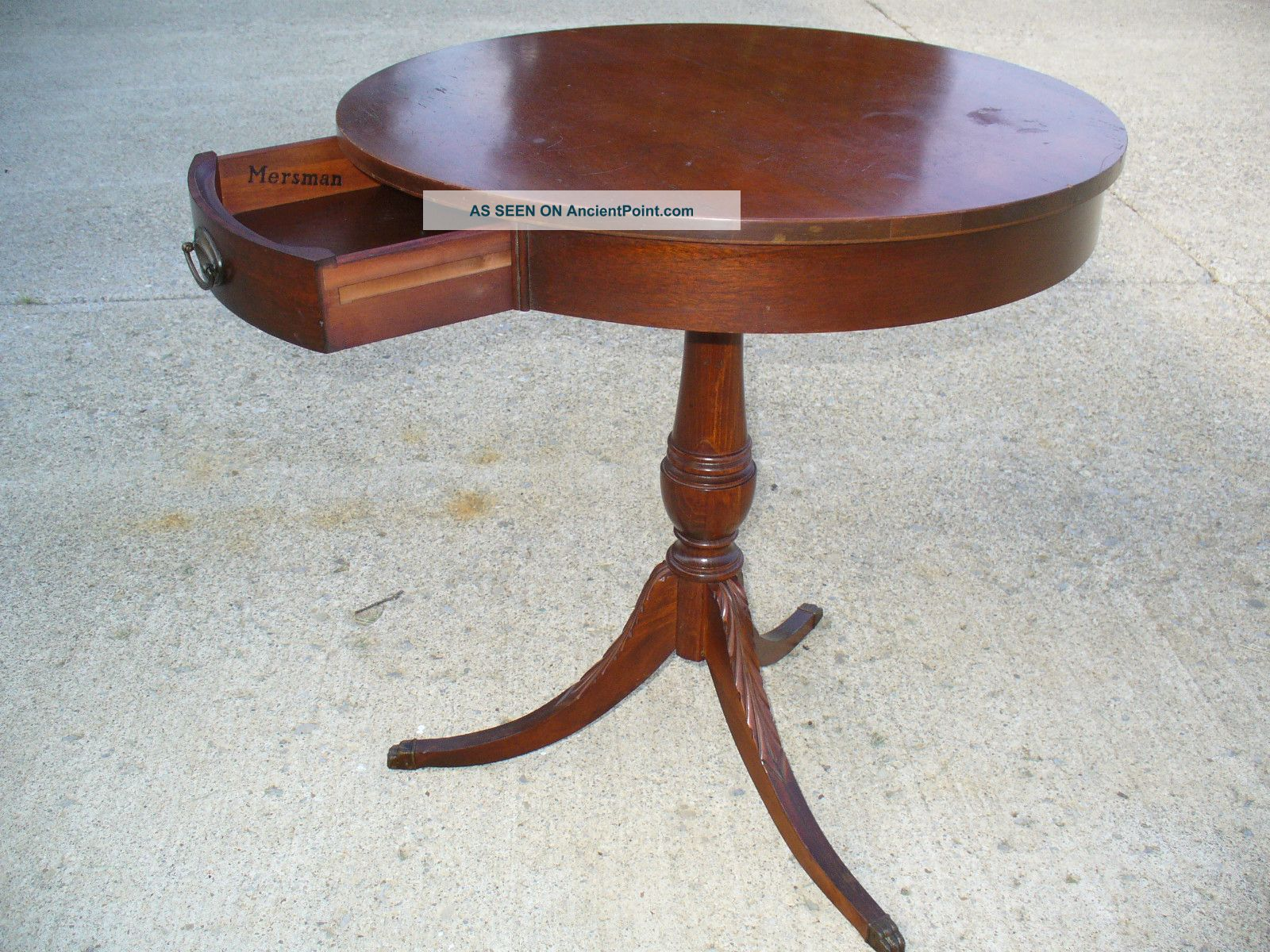 Antique Round Oak Pedestal Dining Table Space With