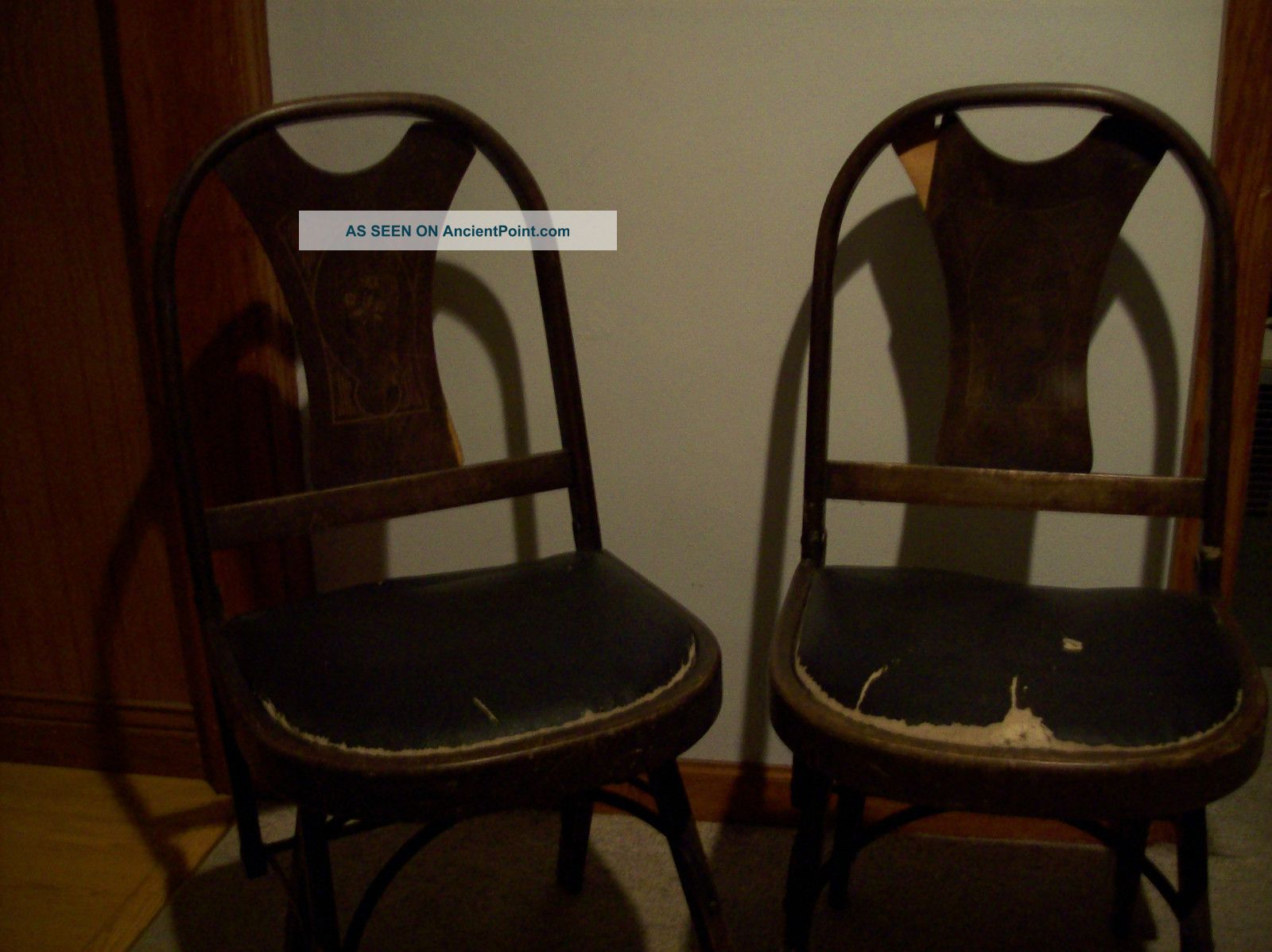 Vintage Chairs Folding Wooden/leather Cushioned Seat Pair Of Kumfort Pat.  1925 - 27 Post-1950 photo