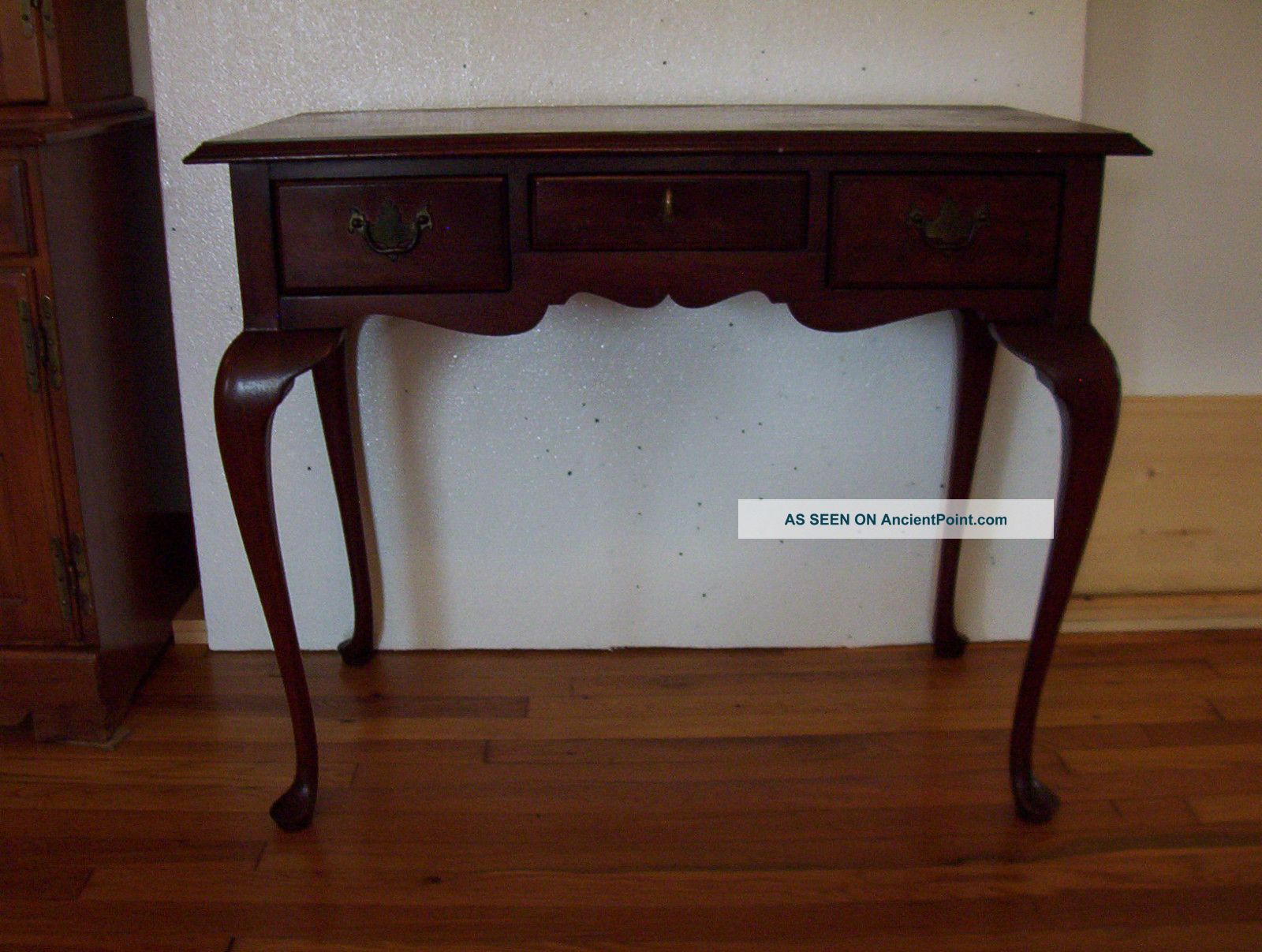 Mahogany Or Cherry Small Desk Or Writing Table Looks Like Thomasville Furniture Post-1950 photo