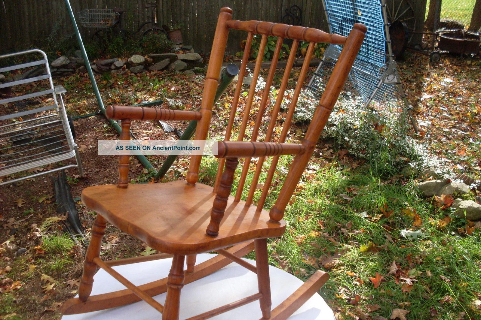 Vintage Maple Children ' S Rocking Chair In Great Shape[ Shaker Style] Post-1950 photo