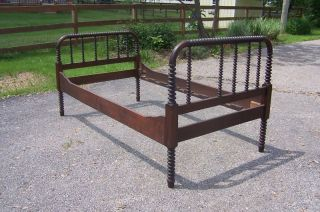Jenny Lind Twin Spindle Bed photo