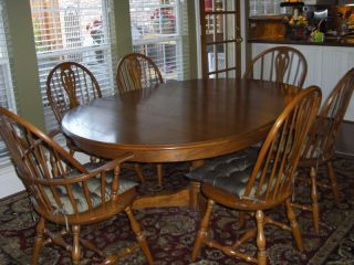 Hitchcock Pedestal Dining/kitchen Table And Chairs photo