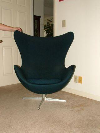 Vintage 1967 Fritz Hansen Arne Jacobsen Egg Chair photo