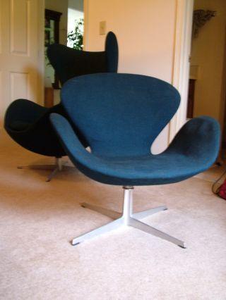 Vintage 1966 Fritz Hansen Arne Jacobsen Swan Chair photo