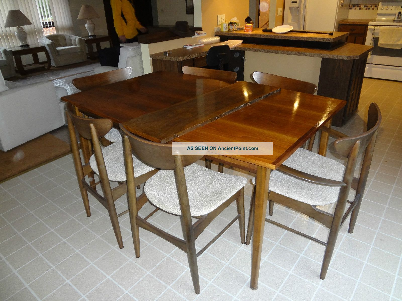 perfect mid century modern dining table and chairs 1600 x 1200 299