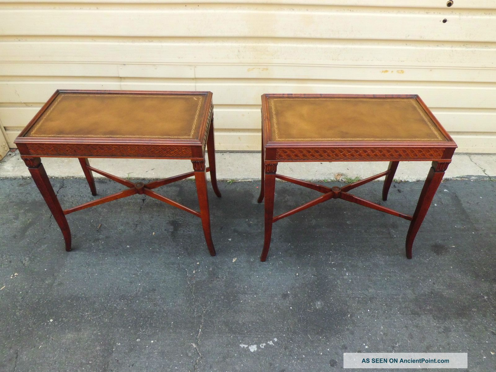50699 Pair Antique Leather Top Mahogany Lamp Table Stand S