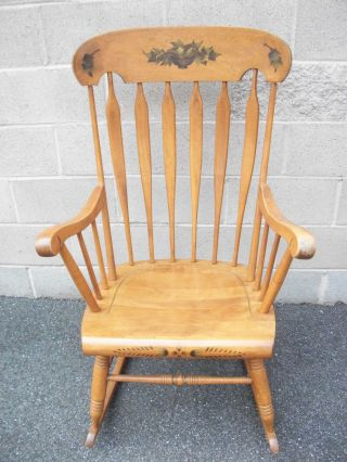 1950 Vintage Colonial Rocker In Good Condition photo