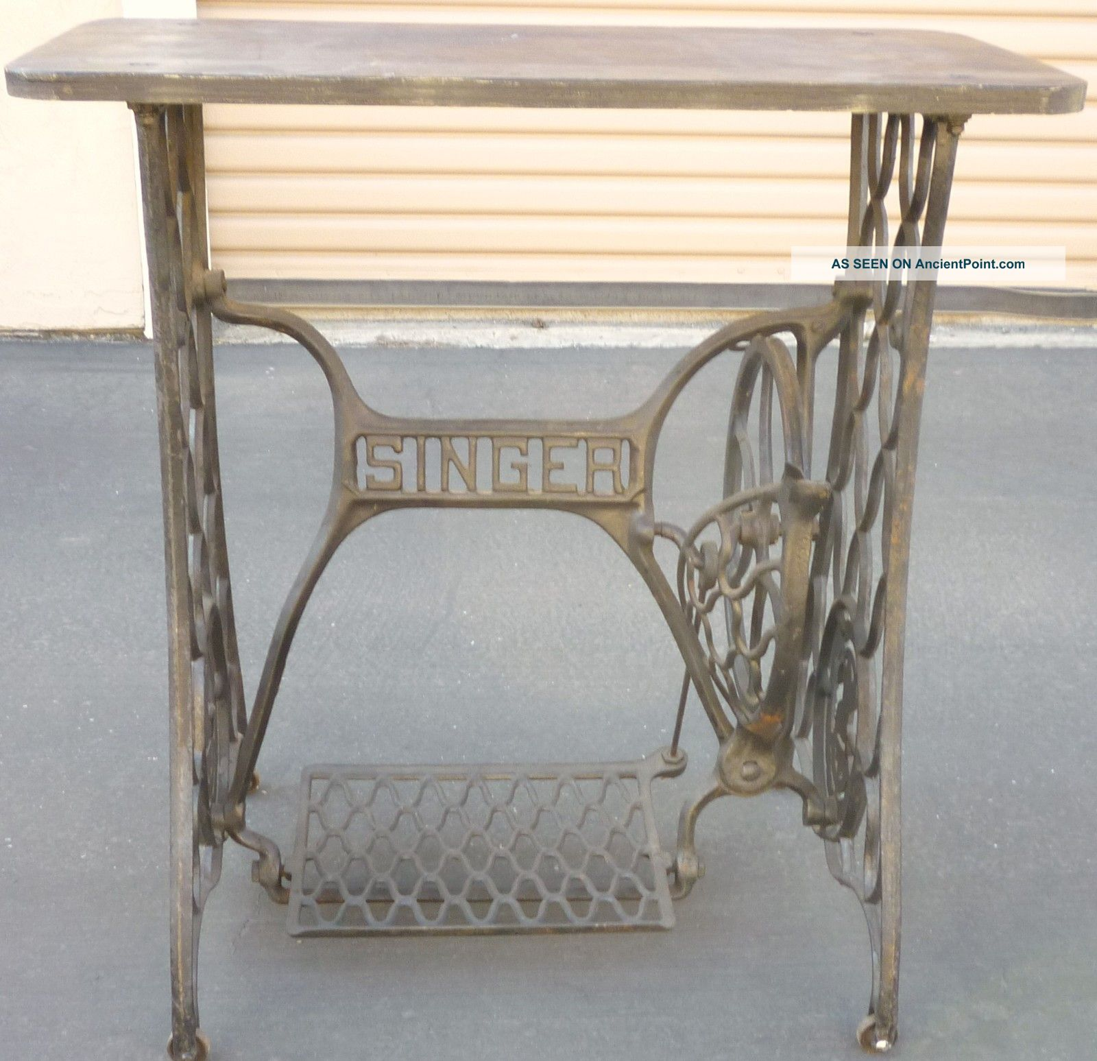 Excellent Vintage Singer Sewing Machine Table 1600 x 1547 · 279 kB · jpeg