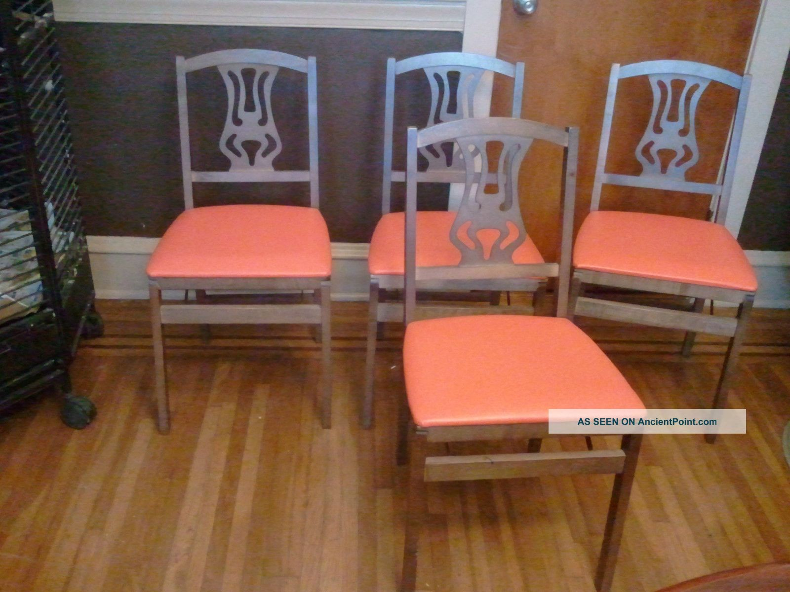 4 Vintage Stakmore Folding Chairs In Very Good Condition