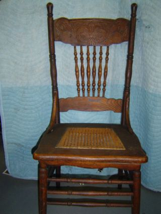4 Matching Oak Pressed Back Chairs - Arm Chair - 1900 ' S photo