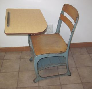 Vintage Wood & Metal Children ' S Elementary School Desk W Chair 15