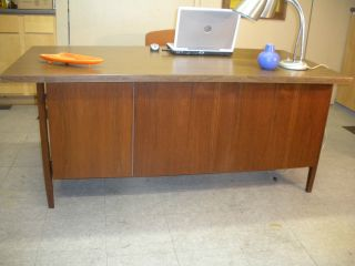 1960 ' S Florence Knoll By Knoll Nyc Walnut Desk Mid Century Modern Retro photo