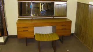 Uniflex Mid - Century Dressing Table Vanity W/trifold Mirror And Bench photo