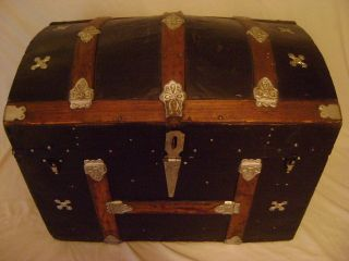 Antique 1882 Hump Back Steamer Trunk Hardware Wood Slats Restored Decor photo