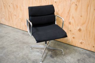 Herman Miller Eames Soft Pad Side Chair (fabric) photo