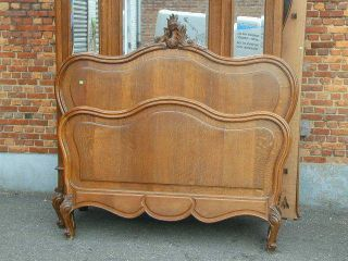 9415 - 2 : Antique French Oak Louis Xv Style Bed photo